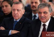 El Presidente Erdogan, a la izquierda, sentado junto al ex-presidente Gül (fuente: Birgun.net).