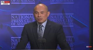 El subjefe de misión y ministro de la Embajada de la República Popular China en Australia Wang Xining se dirige al Club Nacional de Prensa de Australia el 21 de abril, 2021 (Fuente: SkyNews.com.au)
