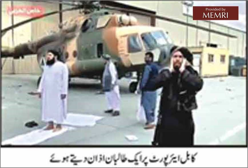 Mudżahedin z Talibanu, ubrany na czarno, wzywa do modlitwy na lotnisku w Kabulu. W tym, wypadku wezwanie do modlitwy oznacza zwycięstwo (Roznama Dunya, 1 września 2021).