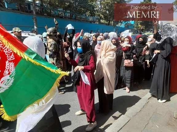 Antypakistański protest w Kabulu, zdjęcie tweetowane przez dziennikarkę Nadię Momand.