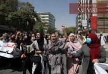Kobiety protestują w Kabulu; zdjęcie tweetowane przez dziennikarza Dżamaluddina Mousaviego