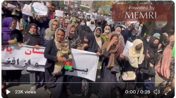 """""""Niech żyje opór"""" – antypakistański protest; wideo tweetowane przez dziennikarkę Zahrę Rahimi."""