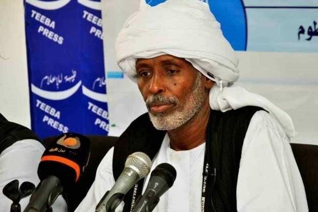 Przywódca plemienny z Sudanu Wschodniego, Muhammad Al-Amin Turk, na niedawnej konferencji prasowej.